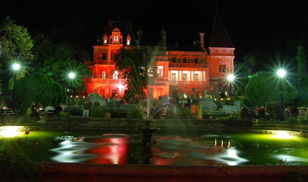 Масандрівський палац вночі. Фото: crimea-on-line.ru