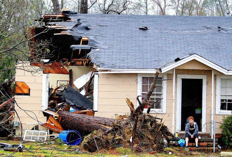 Хаттисберг, штат Миссисипи, США, 11 февраля. Торнадо повредил сотни домов и травмировал свыше 60 человек. Фото: Sean Gardner/Getty Images