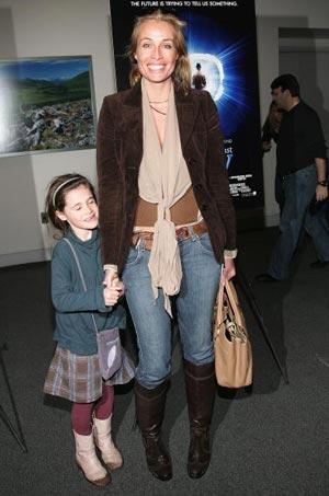 Актриса Фредерик ван дер Вал (Frederique Van Der Wal) и её дочь на премьере фильма Последняя Мимзи в Нью-Йорке. Фото: Evan Agostini/Getty Images