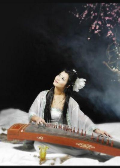 Китайский женский костюм в период династии Хань. Фото с secretchina.com