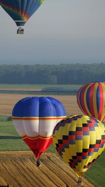 Десятый международный фестиваль воздухоплавания стартовал во Франции. Фото: JEAN-CHRISTOPHE VERHAEGEN/AFP/Getty Images