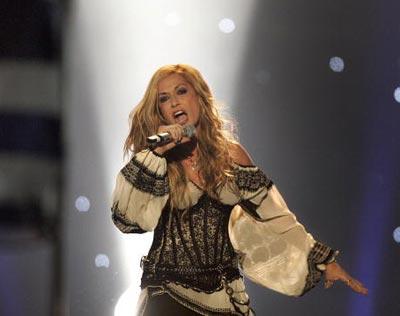 Греческая певица Anna Vissi с песней *Everything*. фото:ARIS MESSINIS/AFP/Getty Images