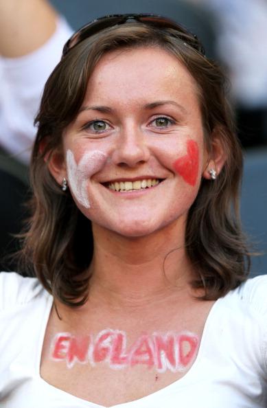 Англійка на матчі між Францією та Англією на Донбас Арені 11 червня 2012 р. в Донецьку. Фото: Ian Walton/Getty Images