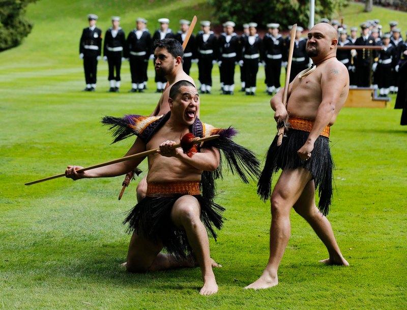 Окленд, Новая Зеландия, 21 сентября. Воины маори приветствуют министра обороны США Леона Панетту. Фото: Larry Downing-Pool/Getty Images