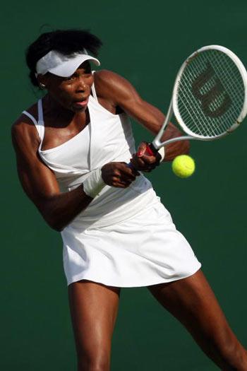 Лондон, Великобритания: Venus Williams из США во время Уимблдонского турнира. фото: JOE KLAMAR/AFP/Getty Images