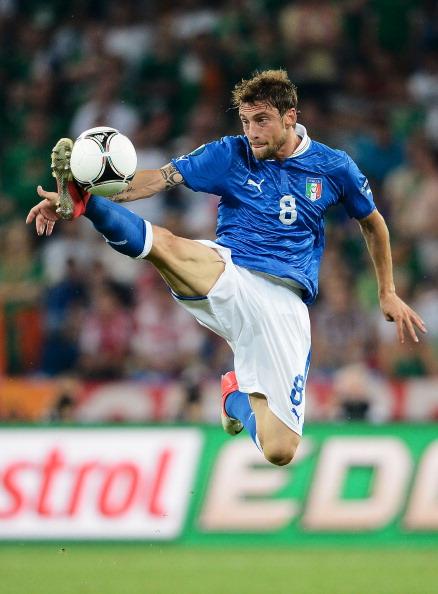 Клаудіо Маркізіо (Італія) зупиняє м'яч в повітрі, 18 червня, Польща. Фото: Claudio Villa/Getty Images