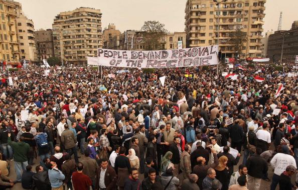 Громадяни Єгипту масово вийшли на вулиці з вимогами відставки президента Хосні Мубарака. Фото:PETRAS MALUKAS/AFP/Getty Images