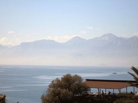 Вид анталийского побережья. Фото: Елена Подсосонная