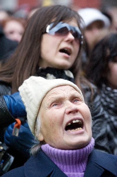 1 грудня 2009 року, Рига. З 8:15 до 10:30 пройшов пікет Латвійського союзу вільних профспілок спрямований проти затвердження бюджету в чинній редакції. Фото: ILMARS ZNOTINS/AFP/Getty Images