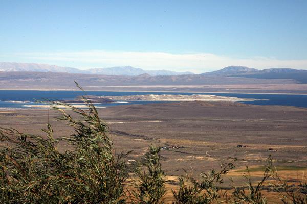 По оценкам ученых, полное восстановление озера Moнo произойдет не раньше, чем через 50 лет. Фото: GABRIEL BOUYS/AFP/Getty Images