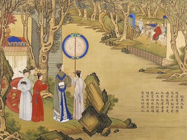 Императрица Мин Дэ Ма (династия Хань). Однажды она приехала в имение своей матери и увидела, что их дальние родственники ведут роскошную жизнь и хвастаются своим положением, а наряды их ничем не уступают императорским. Она ничего им не сказала, но в будущ