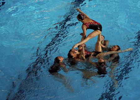 Китайська команда під час технічної програми в синхронному плаванні. Фото: Robert Cianflone/Getty Images
