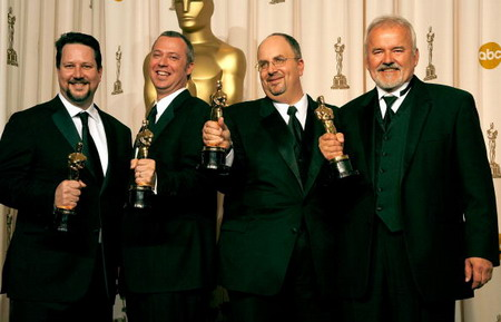 Джон Нолл, Хэл Т. Хикл, Аллен Холл и Чарльз Гибсон.Оскара в самой технологической номинации - Лучшие спецэффекты - получила картина Пираты Карибского моря-2. Фото: ROBYN BECK/AFP/Getty Images