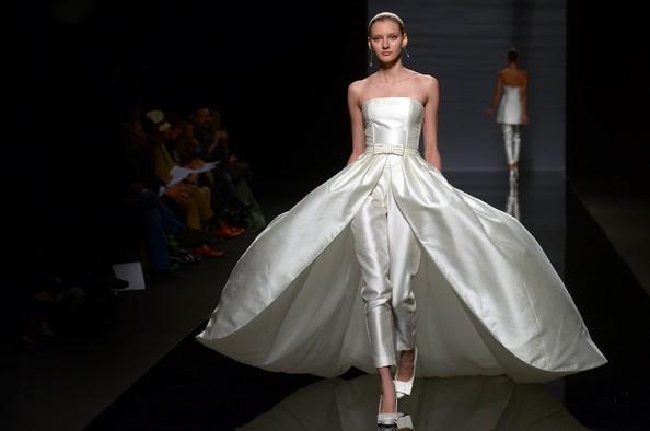 Весільні сукні на Barcelona Bridal Week: Rosa Clara. Фото: Robert Marquardt / Getty Images
