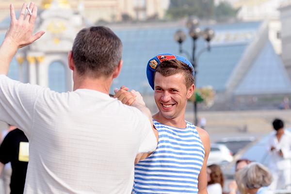 Десантники встречаются на площади Независимости для празднования 80-й годовщины ВДВ в Киеве 2 августа 2010 года. Фото: Владимир Бородин/The Epoch Times