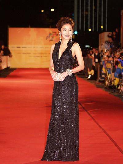 Вбрання тайваньських зірок на фестивалі Золотий дзвін для ТБ. Фото: СNA