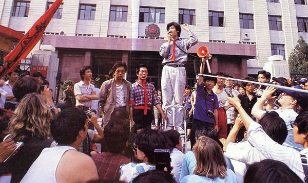 Студенты на митинге призывают к свободе и демократии. Фото с epochtimes.com