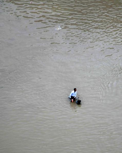 На велосипеді по воді. м. Лансі, провінція Чжецзян. Фото: STR / AFP / Getty Images