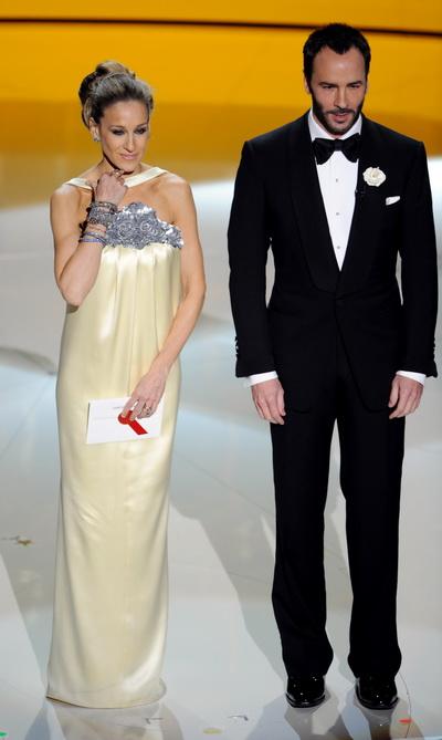 Акторка Сара Джессіка Паркер і дизайнер Том Форд оголошують призера за кращий дизайн костюмів на 82-ій щорічній церемонії вручення призів «Оскар» у Голівуді, Каліфорнія. Фото: GABRIEL BOUYS/AFP/Getty Images