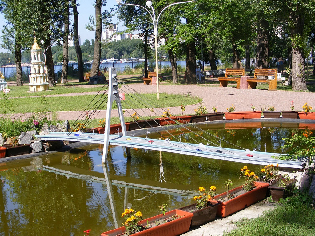 Московський міст. Парк «Київ у мініатюрі». Фото: afisha-kyiv.blogspot.com