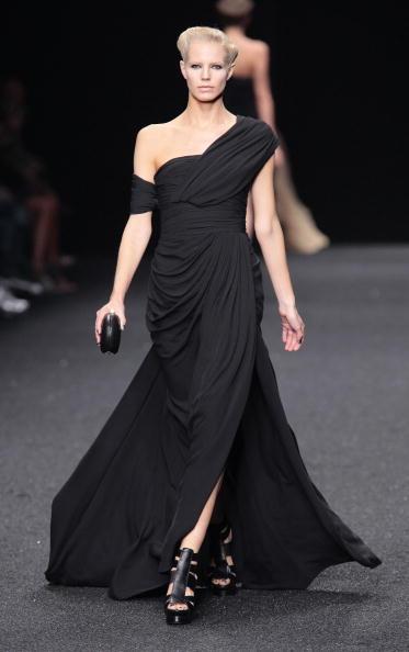 Коллекция от Elie Saab сезона весна-лето 2010 на Неделе моды в Париже/PIERRE VERDY/AFP/Getty Images