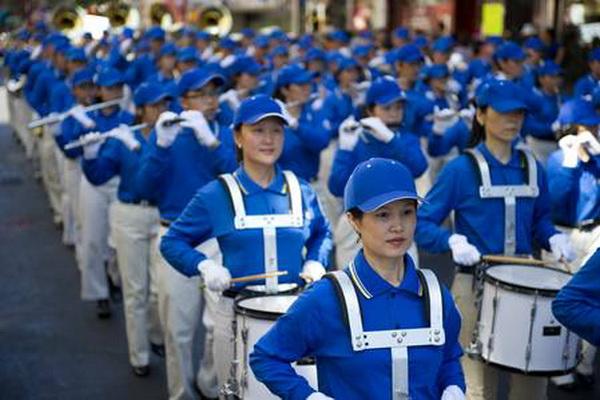 Парад в Манхэттене последователей Фалуньгун. Фото: The Epoch Times