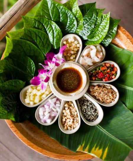 Тайський сніданок - це екзотичні фрукти, гарнір з місцевих злакових і морепродукти. Фото: Matthew Wakem / Getty Images
