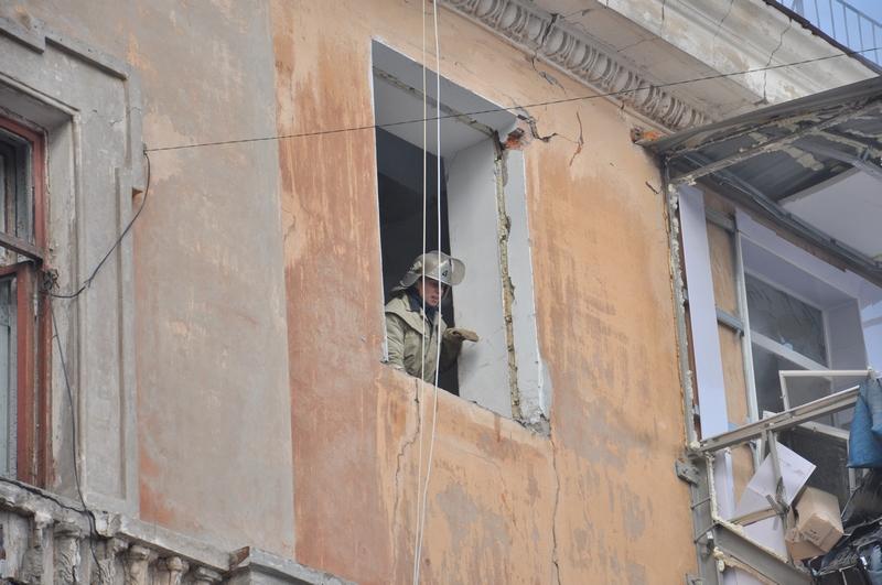 Через вибух газу у житловому будинку Дніпропетровська постраждало 6 людей. Фото: mns.gov.ua
