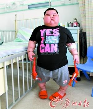 Трёхлетний Лу Хао весит 60 кг. Фото с jqshw.com