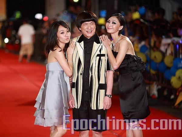 Вбрання тайваньських зірок на фестивалі Золотий дзвін для ТБ. Фото: Zhengyifen/taйбей. The Epoch Times