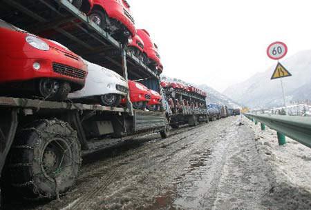 На дорогах провинции Шанси длинные пробки машин. Фото с сайта epochtimes.com