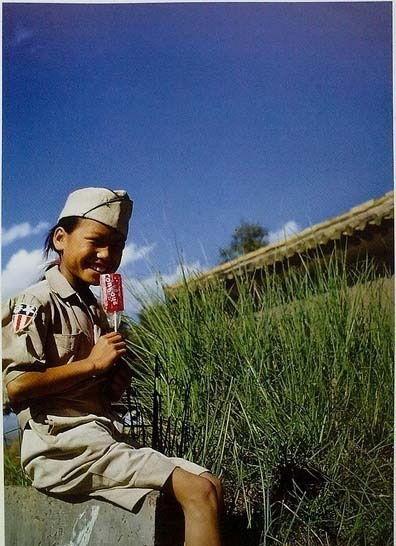 Китайська дівчинка у військовій формі. Місто Куньмін провінції Юньнань в 1945 році