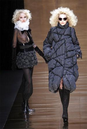 Колекція осінь-зима 2007/08 японського дизайнера Юкіко Ханаї (Yukiko Hanai). Фото: Junko Kimura/Getty Images