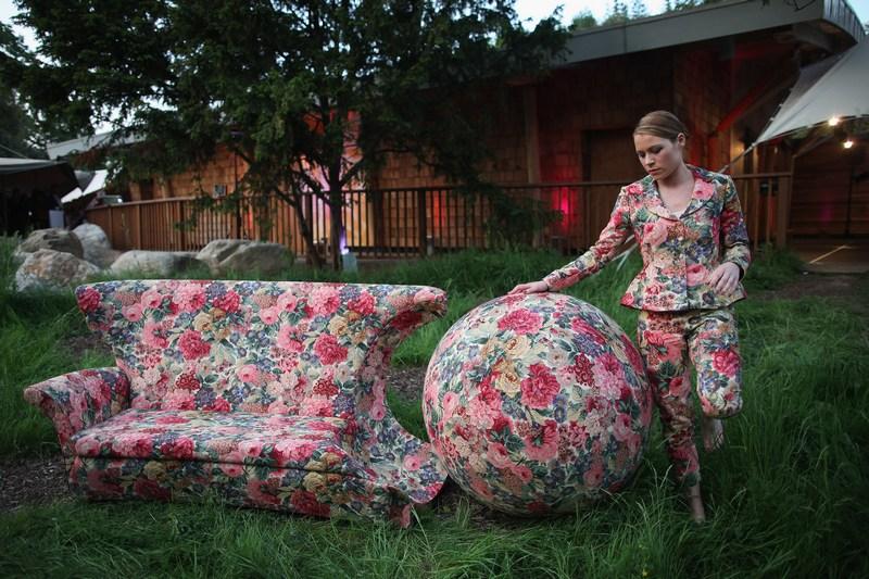Лондон, Англія, 24травня. Робота «Відблиски бажання» дизайнера Ніни Саундерс на показі мод і аукціоні в Гайд-парку, організованому на честь 50-річчя діяльності організації «На захист дикої природи». Фото: Dan Kitwood/Getty Images
