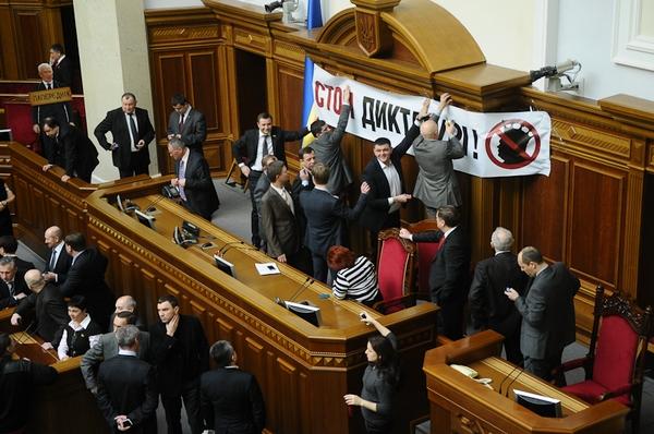 Оппозиция из-за Власенко снова заблокировала Верховную Раду. Фото: Владимир Бородин/Великая Эпоха