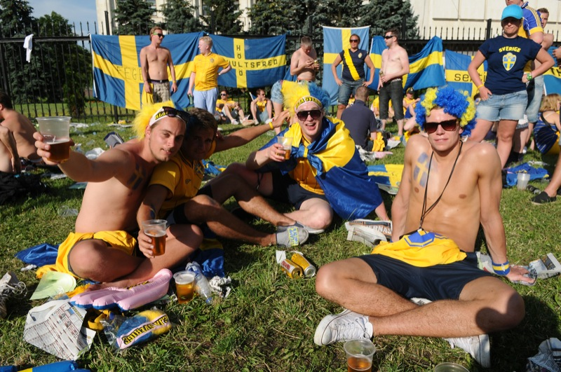 Марш шведских болельщиков перед матчем сборных Украины и Швеции на Евро-2012 прошёл 11 июня по центру Киева. Фото: Владимир Бородин/EpochTimes.com.ua