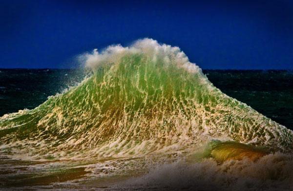 Фіналіст групи Світ природи: фотографія хвилі, зроблена Жюльєн Боусер у Снаппер Рокс, Квінсленд, Австралія. Фото:pravda.com.ua