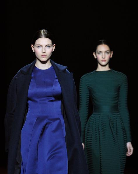 Показ коллекции Rabih Kayrouz и Maxime Simoens на Неделе моды 2011 в Париже.Фото FRANCOIS GUILLOT/AFP/Getty Images