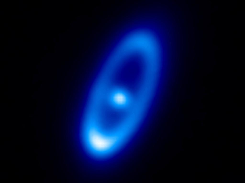 Пиловий диск навколо молодої зірки Фомальгаут (сузір'я Південної Риби). Як вважають вчені, випромінювання диска утворюється за рахунок зіткнення величезного числа комет. Фото: ESA/Herschel/PACS/Bram Acke, KU Leuven, Belgium