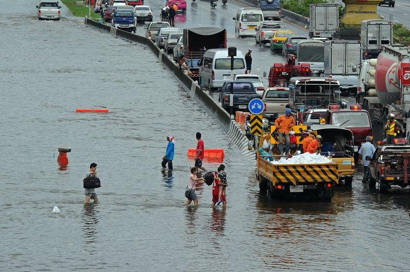 Наводнение в Таиланде. Фото: PORNCHAI KITTIWONGSAKUL/AFP/Getty Images