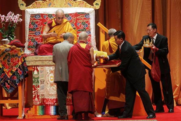 Встреча с Далай-ламой XIV в зале Радио-Сити Мюзик-холла в Нью-Йорке 20 мая 2010 года. Фоторепортаж. Фото: Mario Tama/Getty Images