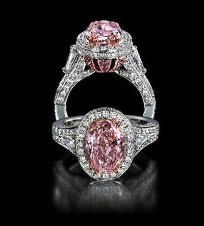 Перстни с цветными алмазами/ Фото с epochtimes.com