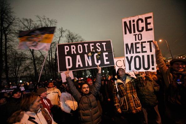 Активісти опозиції під час акції протесту в центрі Москві 10 грудня 2011 року проти фальсифікації виборів до Держдуми 4 грудня. Фото: Yuri Kadobnov/Getty Images