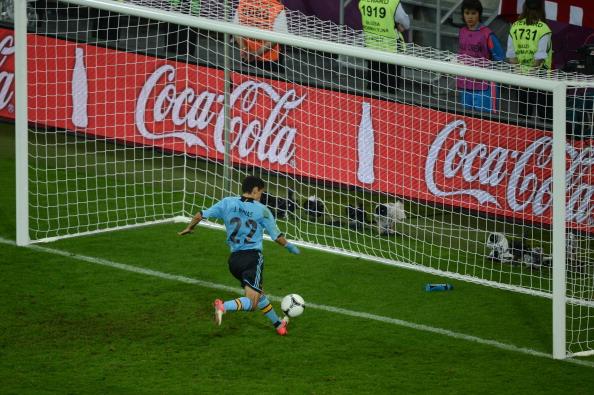 Хесус Навас (Испания) забивает в пустые ворота сборной Хорватии, 18июня, Гданьск. Фото: PATRIK STOLLARZ/AFP/Getty Images