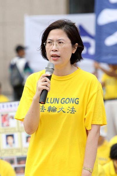 Последовательница Фалуньгун, адвокат, г-жа Чжу Ванчи на пресс-конференции. Тайбэй. 3 ноября. Фото с minghui.org