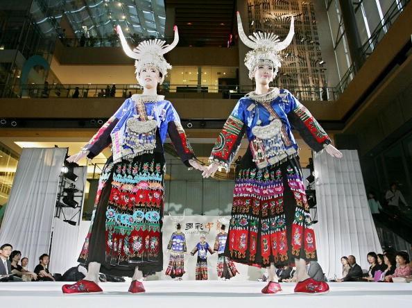 Модели во время показа мод. Токио, 6 июня 2005 г. Фото: AFP/Getty Images