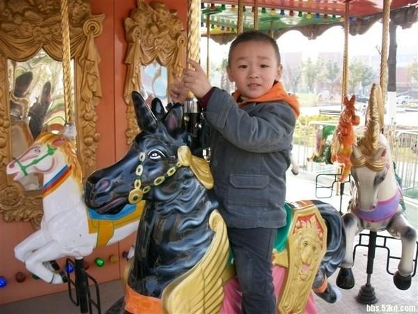 Померлий п'ятирічний Ся Ченлінь. Провінція Цзянсу в Китайській Народній Республіці. Грудень 2010 року. Фото з epochtimes.com