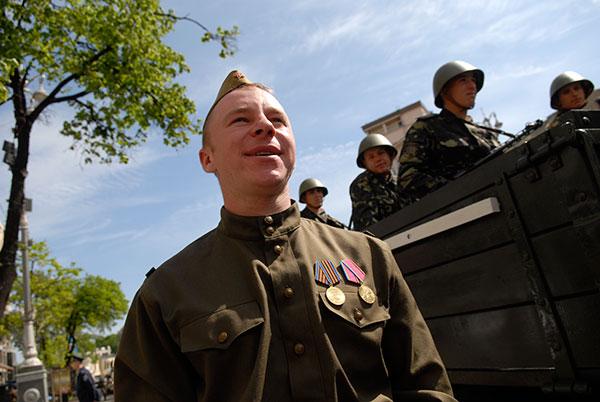 Генеральна репетиція параду до Дня перемоги пройшла на Хрещатику в Києві 4 травня 2010 року. Фото: Володимир Бородін / The Epoch Times