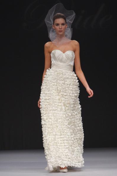 Весільні сукні по-голлівудськи від Badgley Mischka. Фото: JP Yim/Getty Images