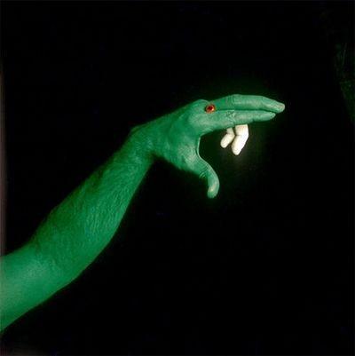 Что можно сделать при помощи пальцев? Фото с aboluowang.com
